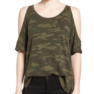 Sanctuary Lou Camo Cold Shoulder Tee Small